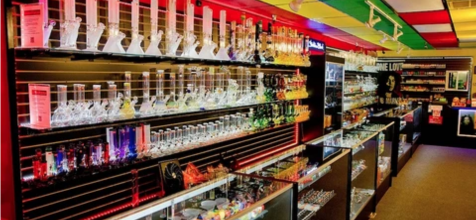 Benefits of Purchasing Glass Pipes and Bongs in Wholesale